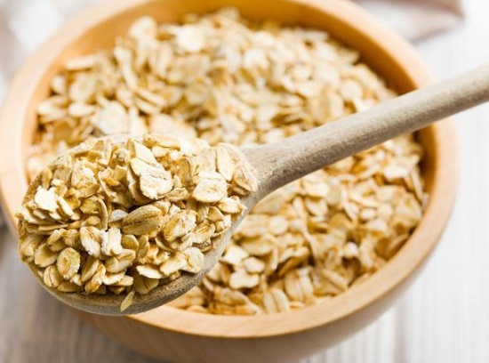 Oatmeal scrub for oily skin